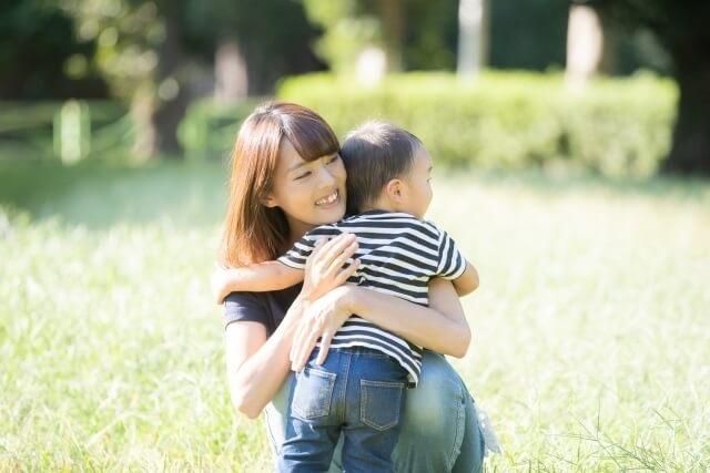 2歳の子と母